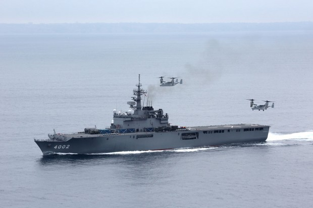 1280px-MV-22B_trying_to_land_aboard_JDS_Shimokita