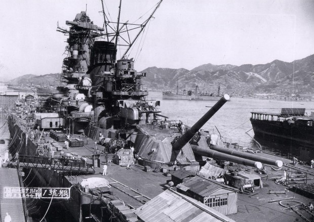 1280px-Yamato_battleship_under_construction